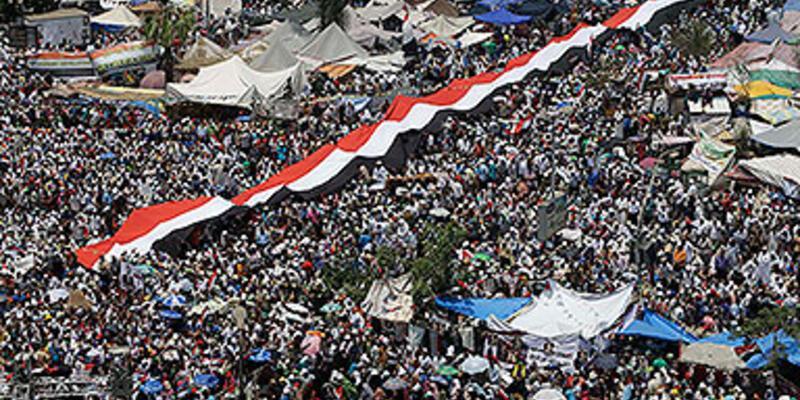 Mursi yandaşları ve karşıtları sokaklarda