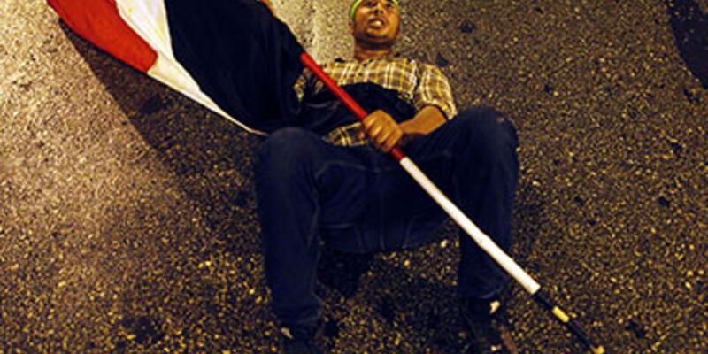 Mursi destekçileri ve karşıtları çatıştı