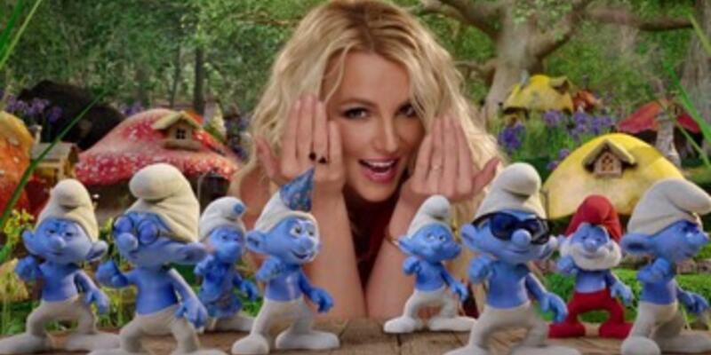 Britney Spears uslu durdu, Şirinler'i gördü