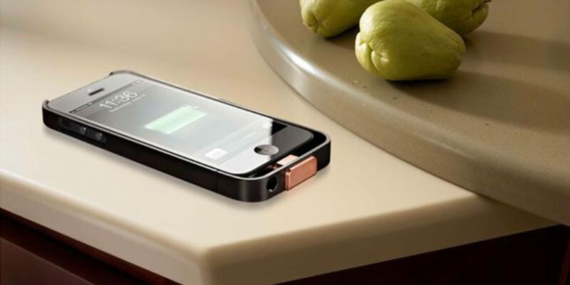 Telefon şarj eden akıllı masa!