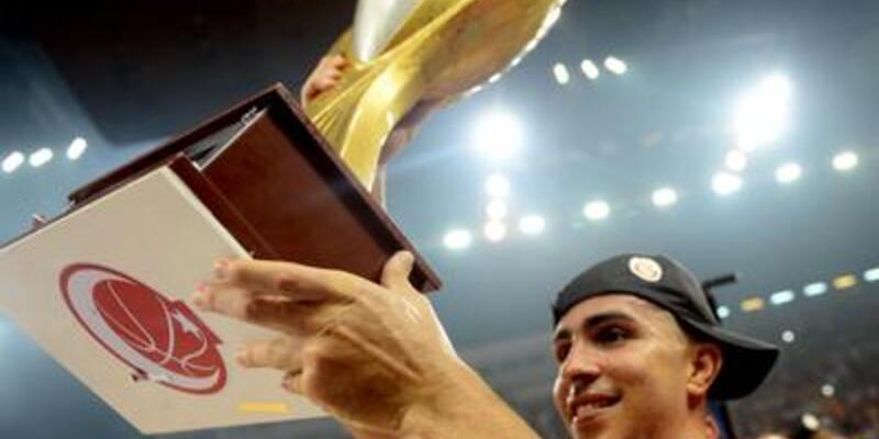 Arroyo Galatasaray'da kaldı