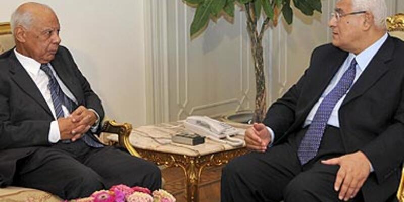 Mısır'da yönetim yeniden şekilleniyor