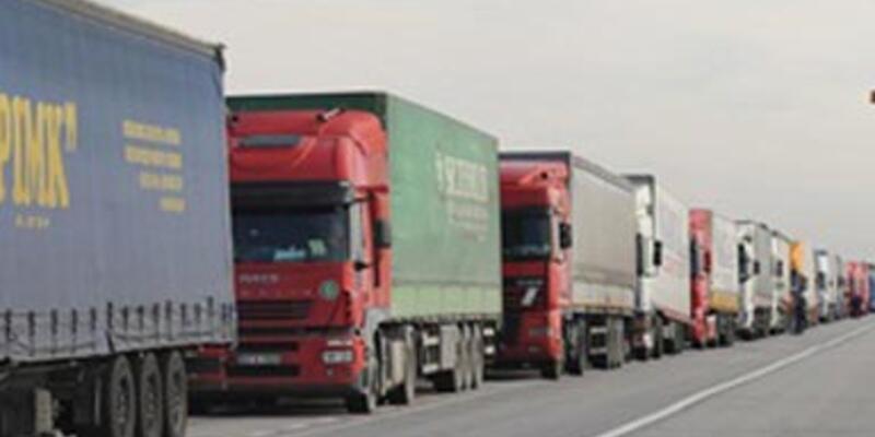 Türk kamyoncular mahsur kaldı
