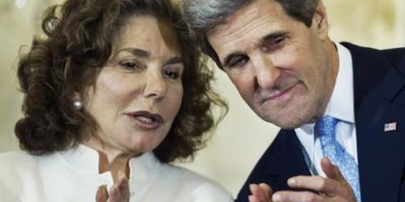 Kerry'nin eşi hastanede...