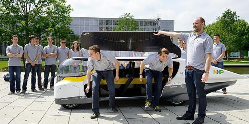 Dünyanın ilk güneş enerjili aile otomobili
