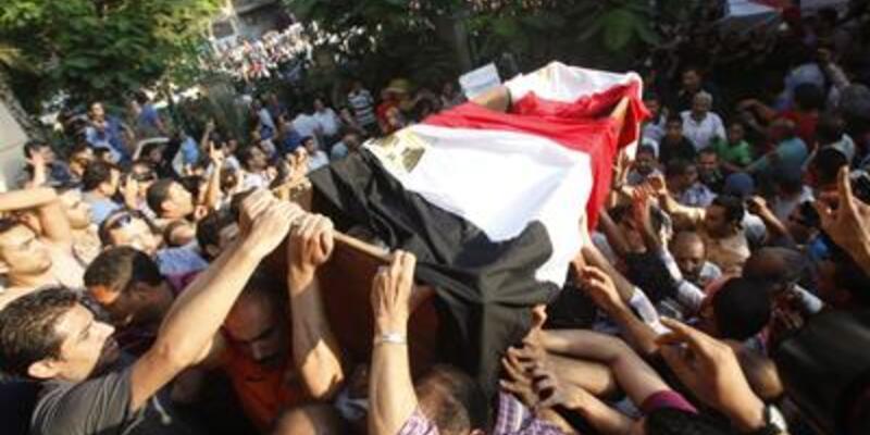 Mısır'da ilk cenazeler kalktı