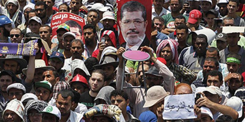 """""""Mursi dönene kadar meydanlardan ayrılmayacağız"""""""