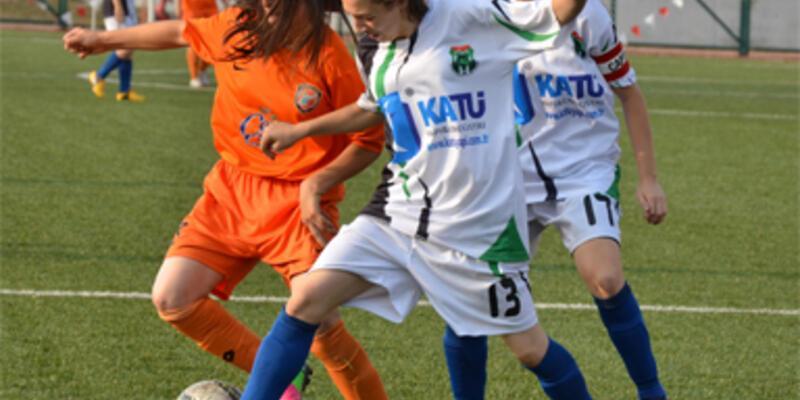 Kızlar futbola merak sardı!
