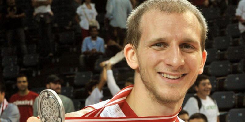 Sinan Güler Galatasaray'a resmi imzayı attı
