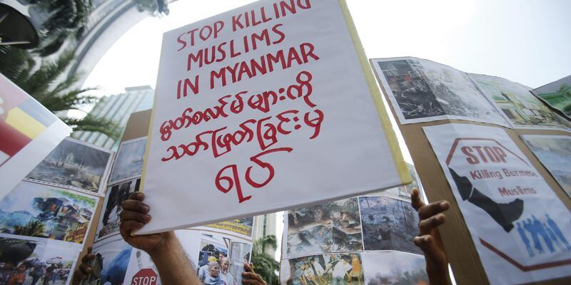 Myanmar'da 2 cami ve 50 ev kundaklandı