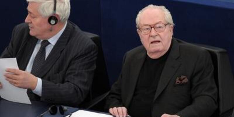 Le Pen siyaset sahnesine geri dönüyor
