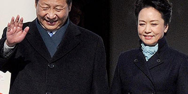 Çin'in yeni First Lady'si zarafetiyle göz doldurdu