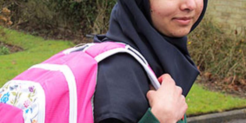 Taliban tarafından vurulan Malala okula başladı
