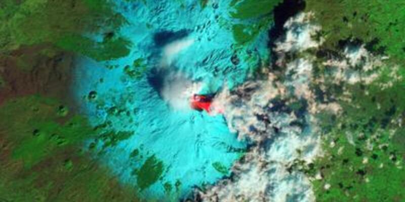 Etna Yanardağı yine lav kustu!