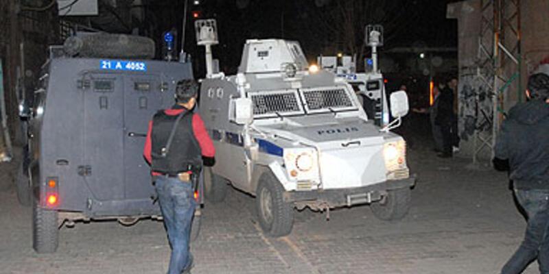 Diyarbakır'da aranan kişi polise ateş açtı