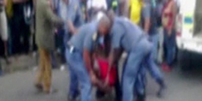 Güney Afrika'da polis vahşeti!
