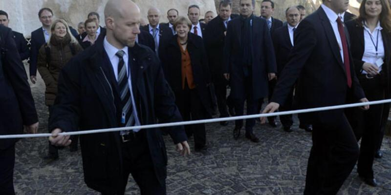 Angela Merkel Peri Bacalarını gezdi