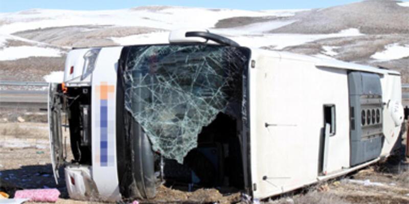 Gürün'de yolcu otobüsü devrildi: 3 ölü, 39 yaralı