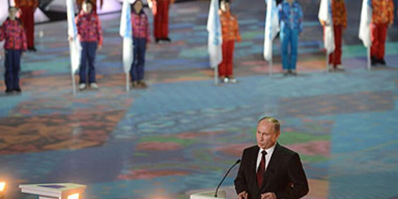 Soçi'de kış olimpiyatları için görkemli tören