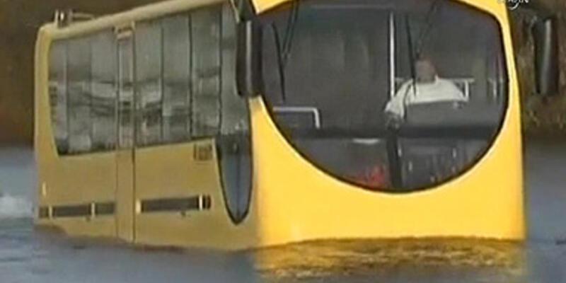 """Haliç'te """"yüzen otobüs"""" dönemi"""