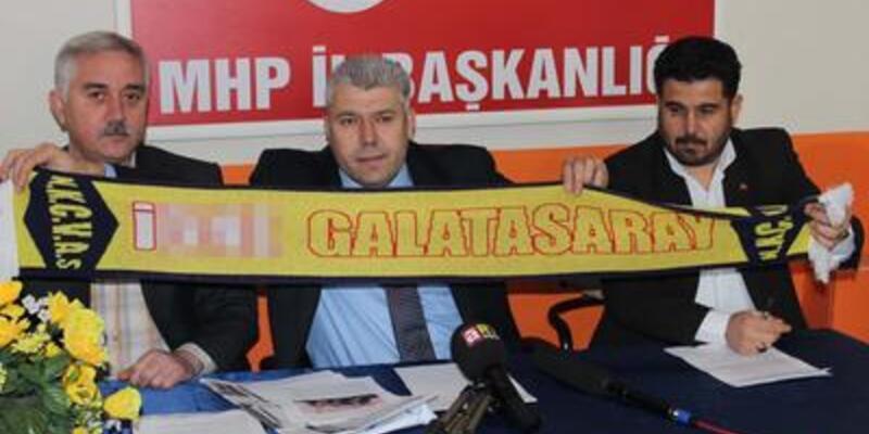 Galatasaray'a küfür içeren atkılar Twitter'ı salladı