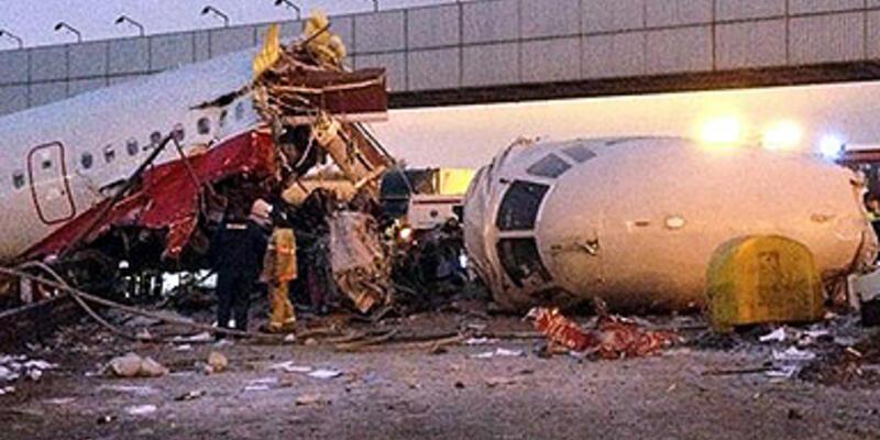 Moskova'da pistten çıkan uçak yandı