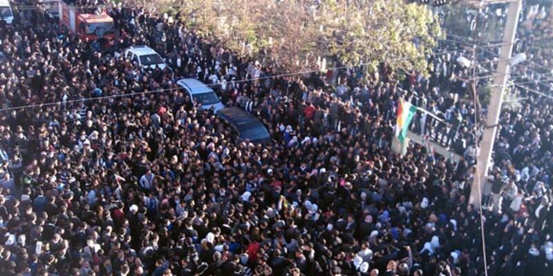 Elçi'nin cenazesini 2 bin kişi karşıladı