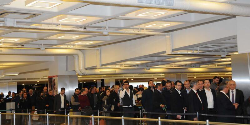 Atatürk Havalimanı'nda pasaport kuyruğu