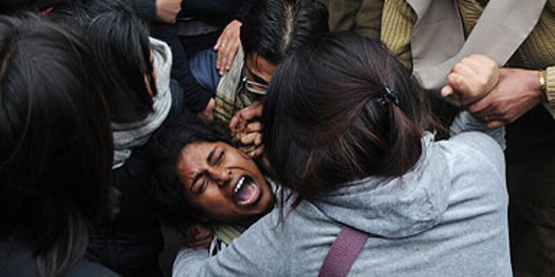 """Hindistan'da """"tecavüz"""" protestoları durulmuyor"""