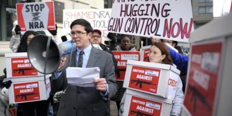 Tüfek Derneği'ne protestolar...