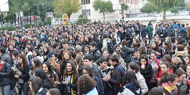 Öğrenciler soğuk okulu protesto etti!