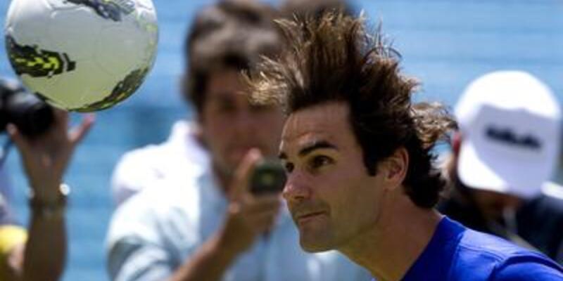 Federer futbol yeteneğini konuşturdu