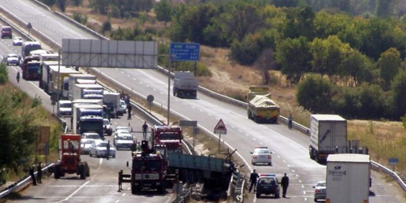 Bakan Yıldırım'ın konvoyunda kaza