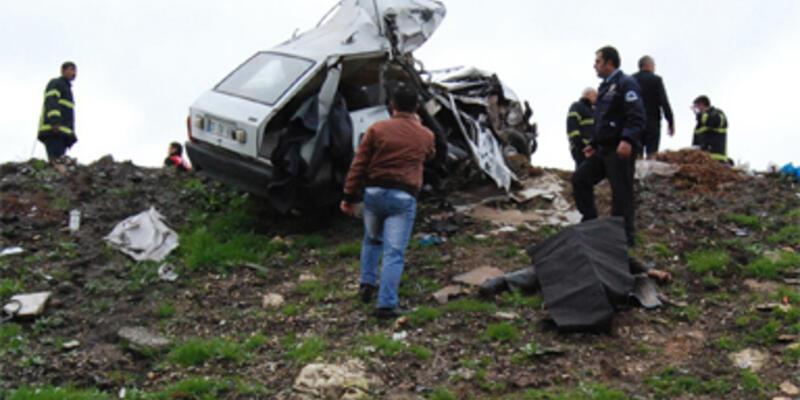 Nizip'te trafik kazası : 3 ölü, 15 yaralı