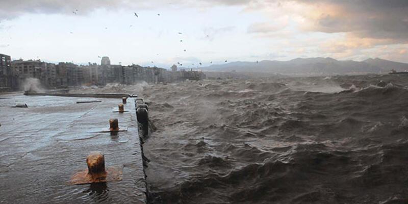 İzmir'de deniz taştı, Kordon Venedik'e döndü