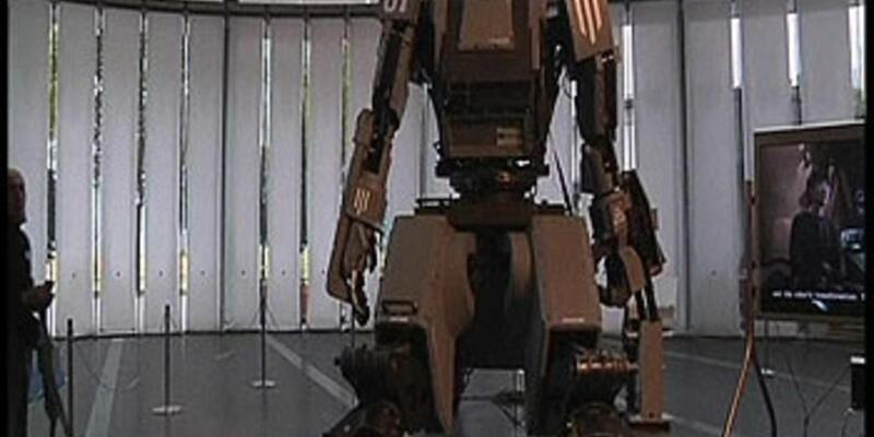 İçine oturulabilen robot!