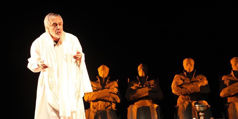 Rutkay Aziz, yıllar sonra tiyatro sahnesinde