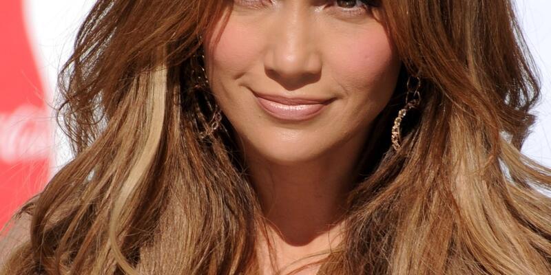 J.Lo yarım saatlik açılış için 450 bin TL aldı