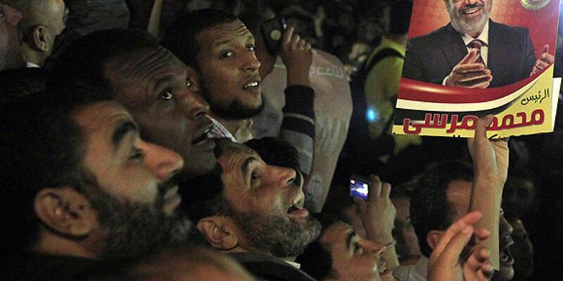Mursi yargı kurumlarının yetkisini azalttı