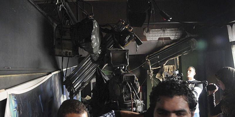 Mısırlı göstericiler, El Cezire'nin ofisine saldırdı