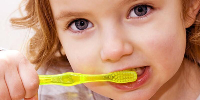 Çocuğunuza diş çürüğünüzü bulaştırmayın