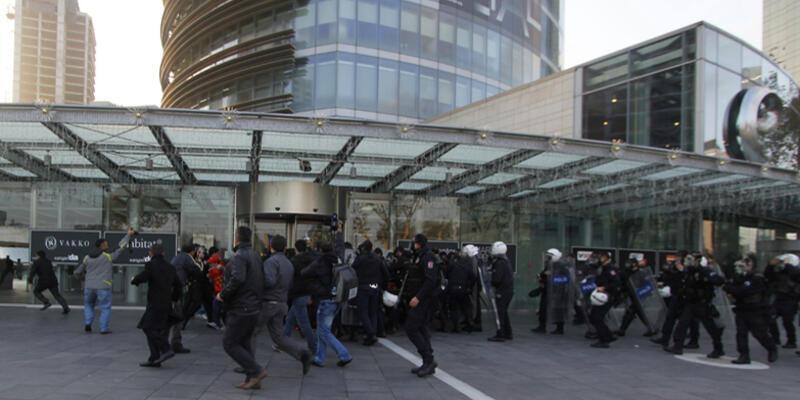 """Polis yine işçileri ve """"İmdat Polis"""" avukatlarını dövdü"""