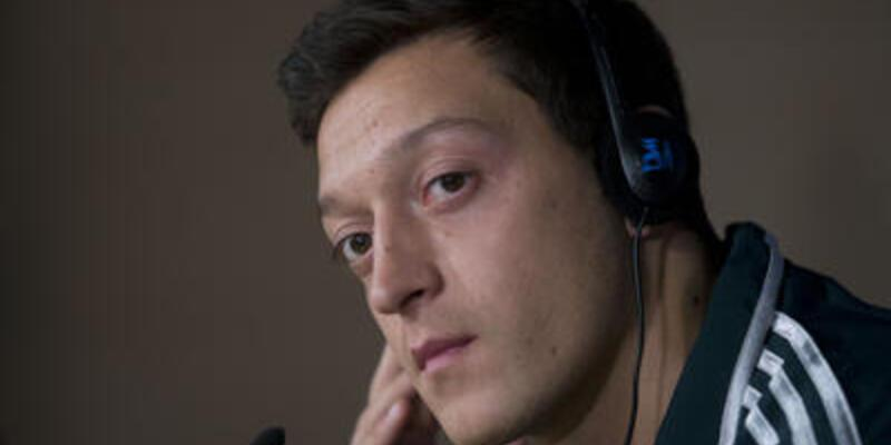 Mesut Özil sahada olmayacak