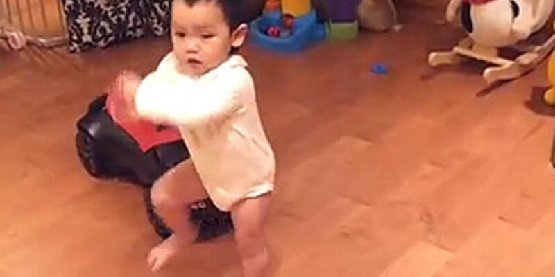 Gangnam Style'ın okulunu bitirmiş bebek!