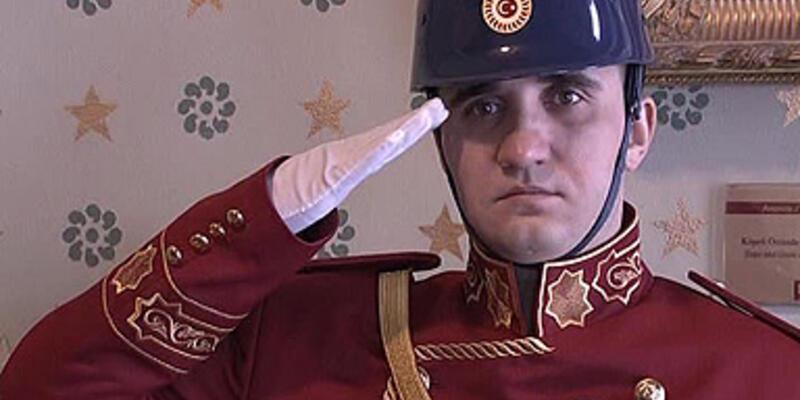 Dolmabahçe'de asker yerine polis görev yaptı!
