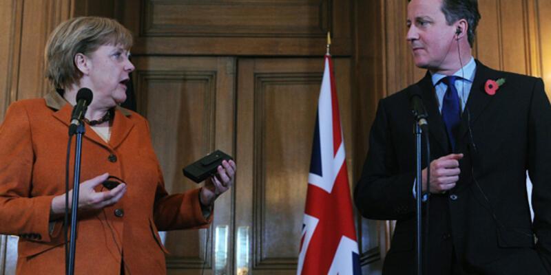 Merkel, Cameron'u ikna için İngiltere'de