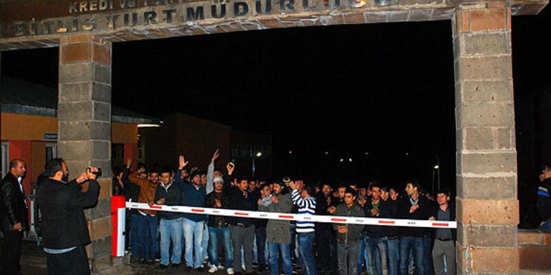 Yurt eylemi yapan öğrencilere polis müdahalesi