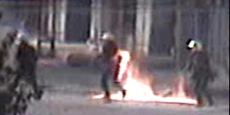 Polis molotofla yandı