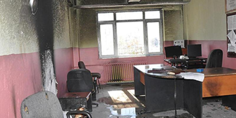 Hakkari'de rektörlüğe ve okula saldırı