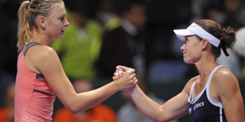 Sharapova ezdi geçti
